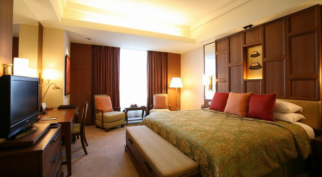 shangrila hotel essay Shangri-la was a regionally focused business that is now expanding into an international deluxe hotel group even with expansion to other parts of the world, shangri-la remains focused on the asia-pacific region, in particular china.